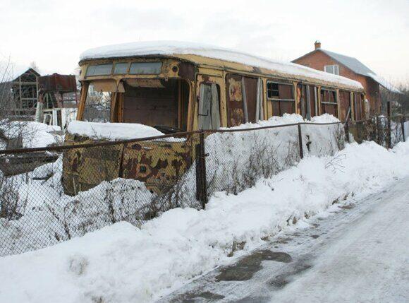 Не только сарай из автобуса, но и щитовой домик и баня из сруба однозначно перестанут быть недвижимостью